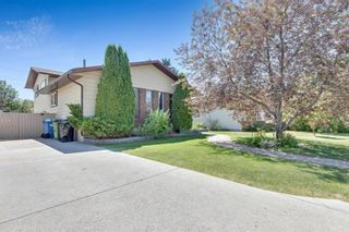 Photo 4: 48 Bermondsey Crescent NW in Calgary: Beddington Heights Detached for sale : MLS®# A1125472