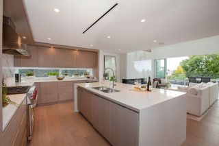 """Photo 2: TH1 2289 BELLEVUE Avenue in West Vancouver: Dundarave Townhouse for sale in """"Bellevue by Cressey"""" : MLS®# R2596483"""