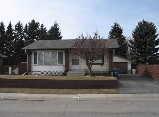 Main Photo: 135 LYNNBROOK Road SE in CALGARY: Lynnwood Riverglen Residential Detached Single Family for sale (Calgary)  : MLS®# C3517272