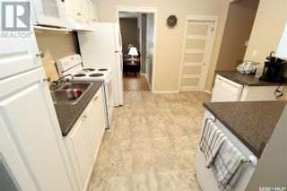 Photo 4: 304 1st ST W in Delisle: House for sale : MLS®# SK852362