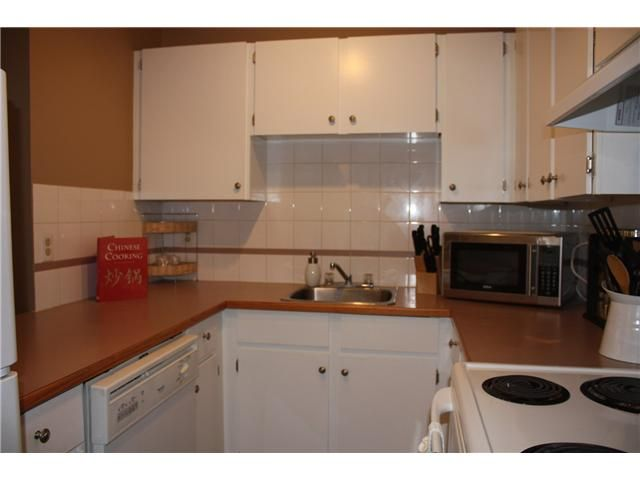 Photo 6: Photos: 3207 80 GLAMIS Drive SW in CALGARY: Glamorgan Condo for sale (Calgary)  : MLS®# C3568501