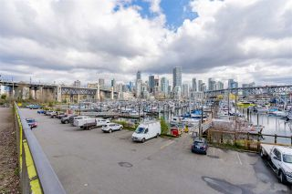"""Photo 33: 704 1450 PENNYFARTHING Drive in Vancouver: False Creek Condo for sale in """"HARBOUR COVE"""" (Vancouver West)  : MLS®# R2571862"""