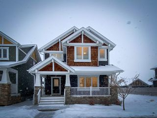 Photo 2: 5208 ADMIRAL WALTER HOSE Street in Edmonton: Zone 27 House for sale : MLS®# E4226677