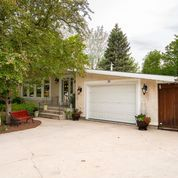 Photo 2: 36 Pine Crescent in Steinbach: House for sale : MLS®# 202114812