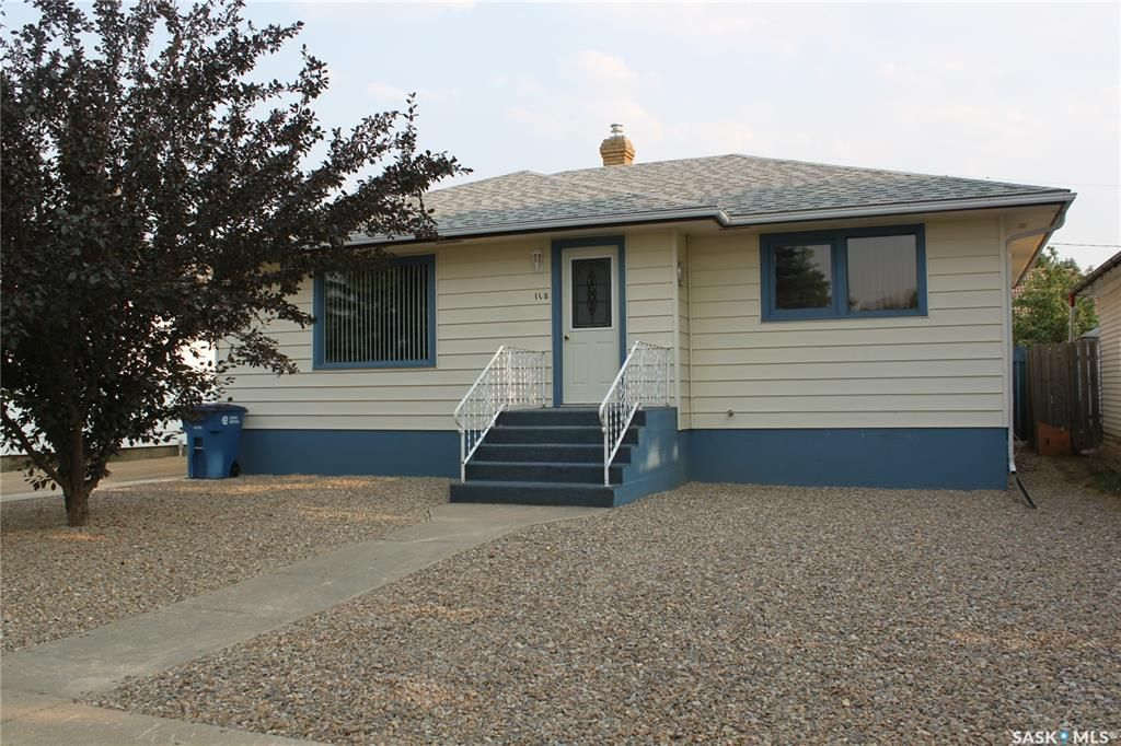 Main Photo: 118 3rd Avenue West in Gravelbourg: Residential for sale : MLS®# SK864838