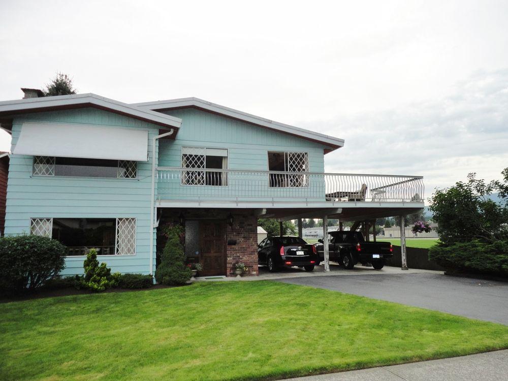 Main Photo: 3287 Regina Street in Port Coquitlam: House for sale