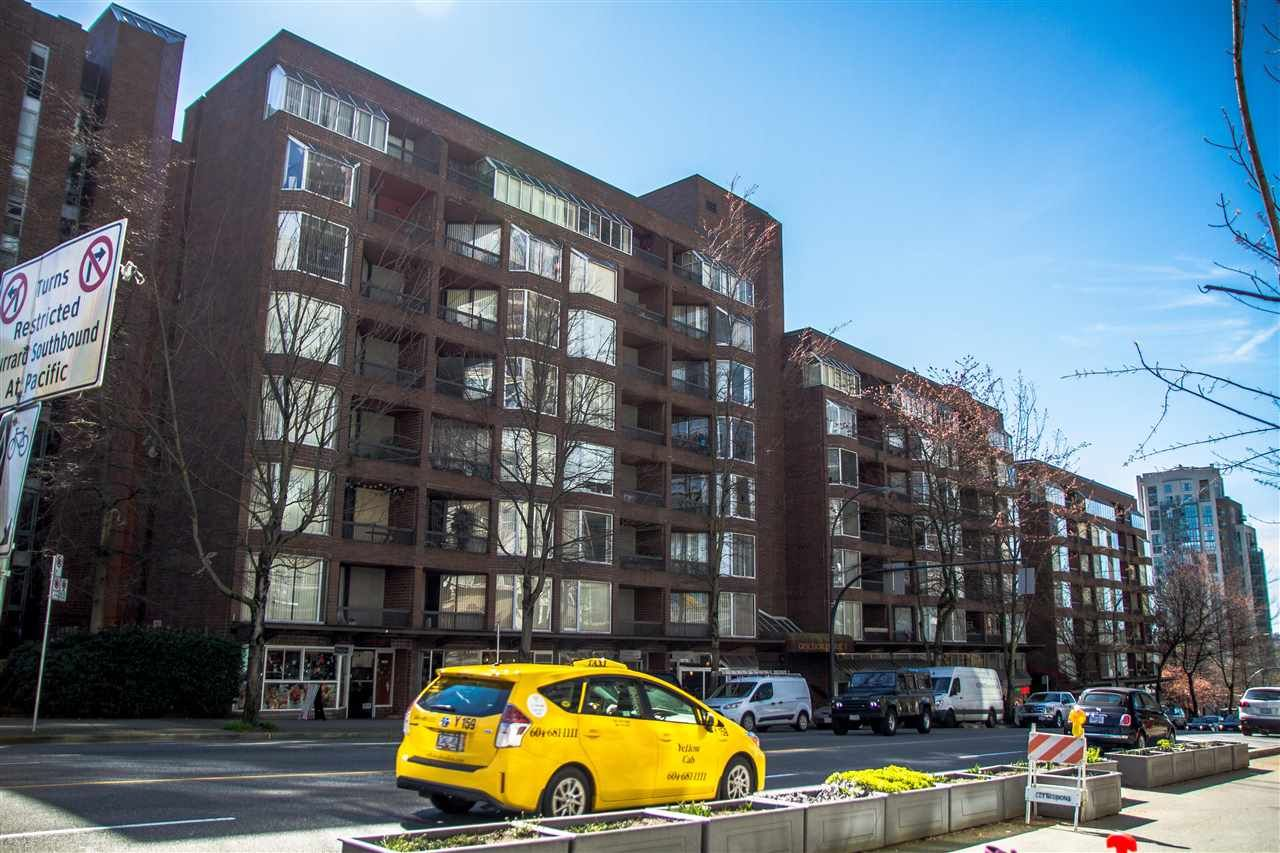 """Main Photo: 418 1330 BURRARD Street in Vancouver: Downtown VW Condo for sale in """"Anchor Point 1"""" (Vancouver West)  : MLS®# R2059401"""