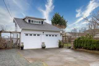 Photo 2: 3783 Stokes Pl in : CR Willow Point House for sale (Campbell River)  : MLS®# 867156