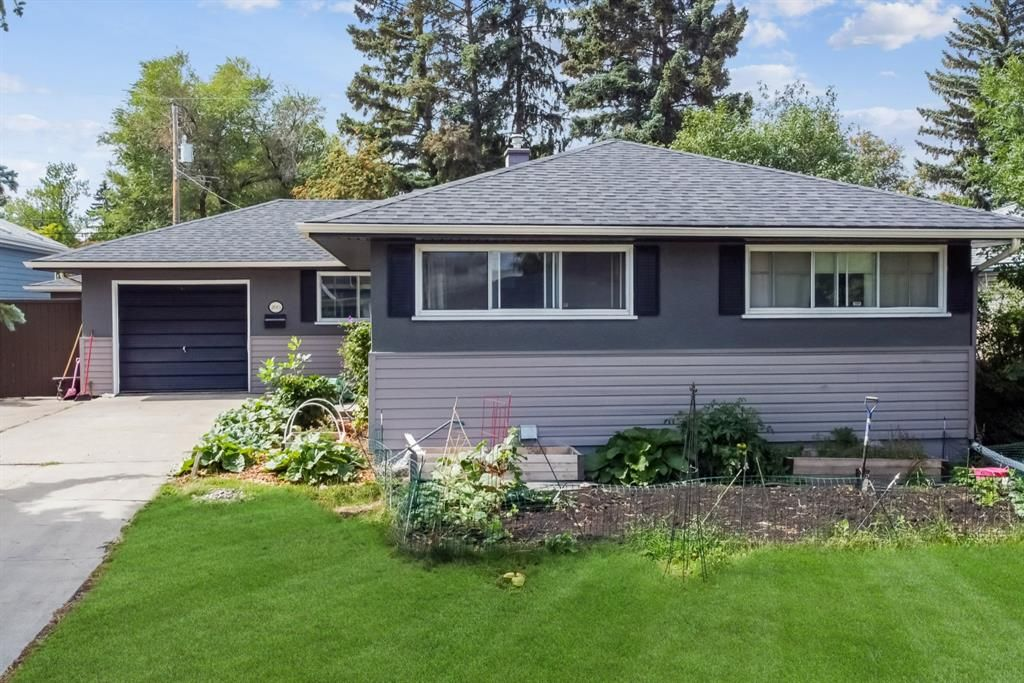 Main Photo: 2615 Glenmount Drive SW in Calgary: Glendale Detached for sale : MLS®# A1139944