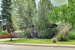 Photo 2: 20 Southampton Drive SW in Calgary: Southwood Detached for sale : MLS®# A1116477