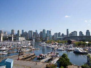 "Photo 1: # 602 1510 W 1ST AV in Vancouver: False Creek Condo for sale in ""MARINER POINT"" (Vancouver West)  : MLS®# V1020236"