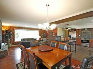 Photo 3: 4042 Hessington Place in VICTORIA: SE Arbutus House for sale (Saanich East)  : MLS®# 532222