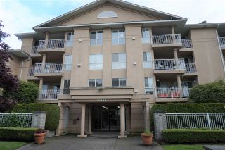 "Photo 3: 205 13733 74 Avenue in Surrey: East Newton Condo for sale in ""KINGS COURT"" : MLS®# R2465074"