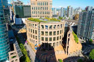 """Photo 17: 2203 833 HOMER Street in Vancouver: Downtown VW Condo for sale in """"Atelier on Robson"""" (Vancouver West)  : MLS®# R2590553"""