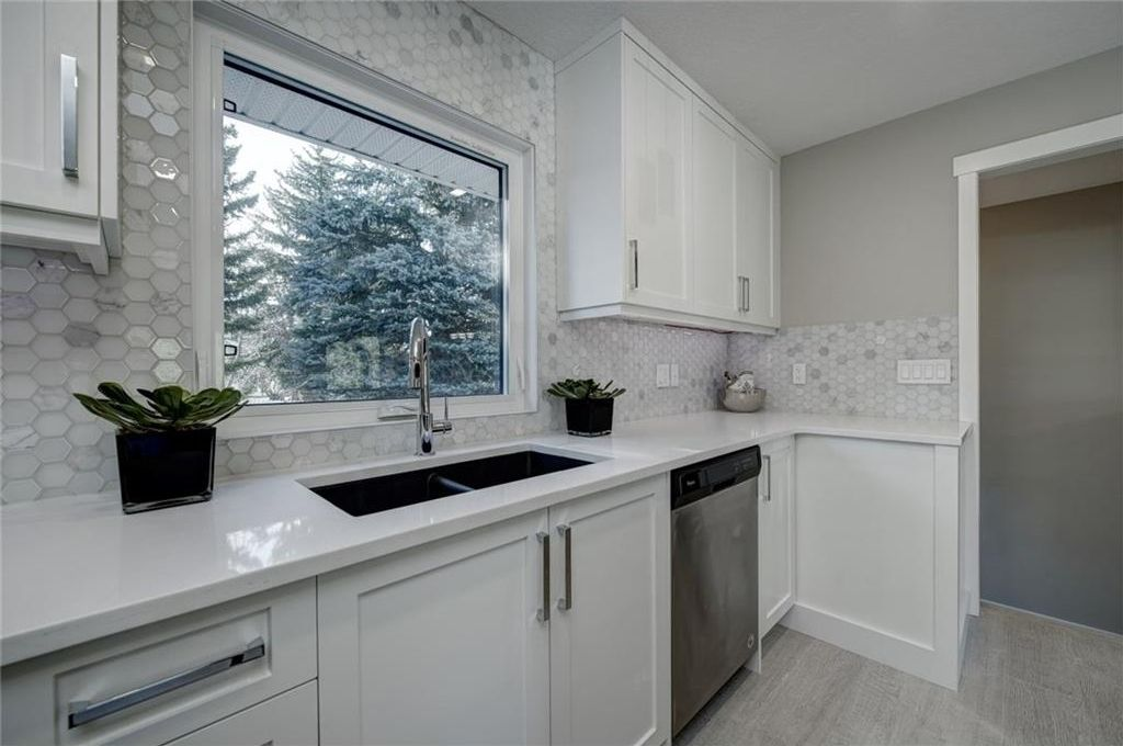 Photo 20: Photos: 210 OAKMOOR Place SW in Calgary: Oakridge House for sale : MLS®# C4111441