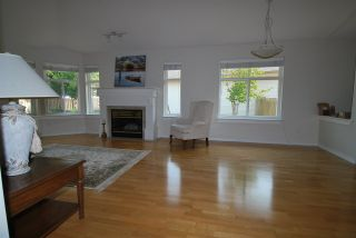 """Photo 6: 6 8555 209 Street in Langley: Walnut Grove Townhouse for sale in """"Autumnwood"""" : MLS®# R2326237"""
