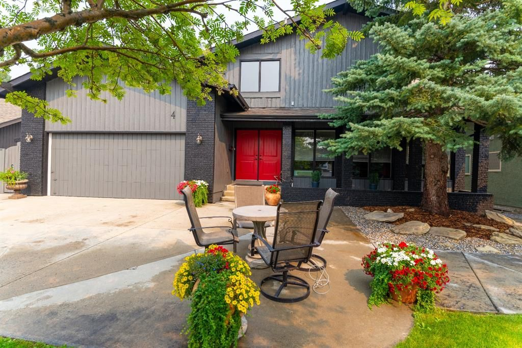 Main Photo: 4 Silvergrove Place NW in Calgary: Silver Springs Detached for sale : MLS®# A1148856