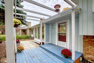 Photo 2: 248 Midlake Boulevard SE in Calgary: Midnapore Detached for sale : MLS®# A1144224