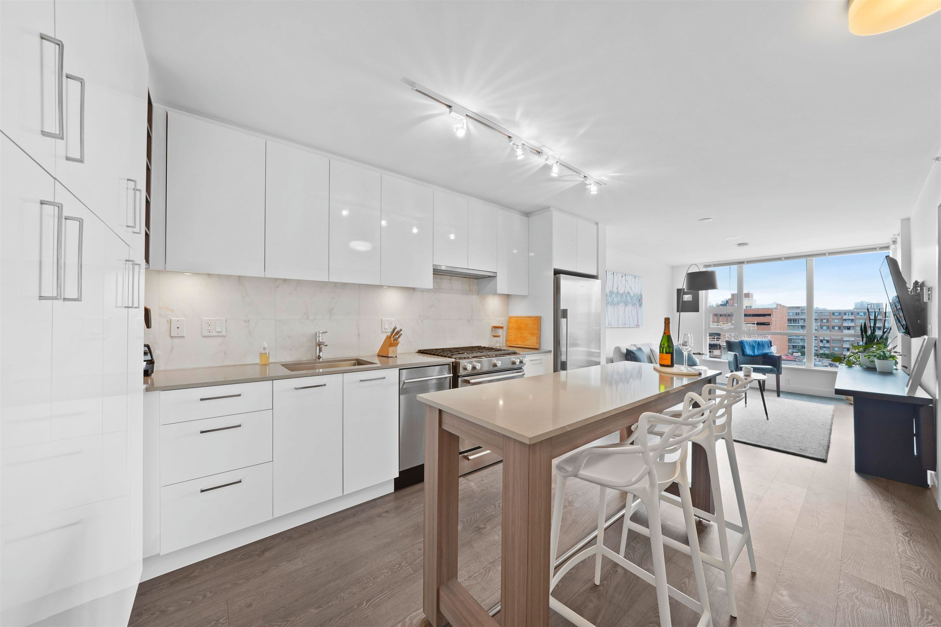"""Main Photo: 803 231 E PENDER Street in Vancouver: Strathcona Condo for sale in """"Framework"""" (Vancouver East)  : MLS®# R2618917"""
