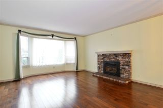 Photo 2: 1927 140A STREET in Surrey: Sunnyside Park Surrey House for sale (South Surrey White Rock)  : MLS®# R2342324