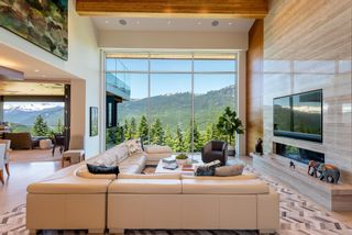 """Photo 2: 2984 TRAIL'S END Lane in Whistler: Bayshores House for sale in """"Kadenwood / Bayshores"""" : MLS®# R2619024"""