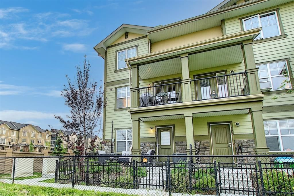 Main Photo: 111 Evanscrest Gardens NW in Calgary: Evanston Row/Townhouse for sale : MLS®# A1135885