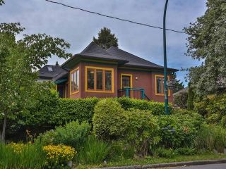 """Photo 1: 1976 NAPIER Street in Vancouver: Grandview VE House for sale in """"COMMERCIAL DRIVE"""" (Vancouver East)  : MLS®# R2082902"""