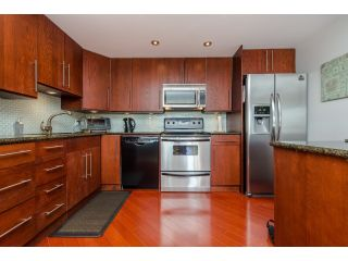 """Photo 4: 707 15111 RUSSELL Avenue: White Rock Condo for sale in """"PACIFIC TERRACE"""" (South Surrey White Rock)  : MLS®# R2074159"""