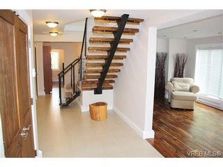 Photo 4: 3108 Mars St in VICTORIA: Vi Mayfair House for sale (Victoria)  : MLS®# 724428