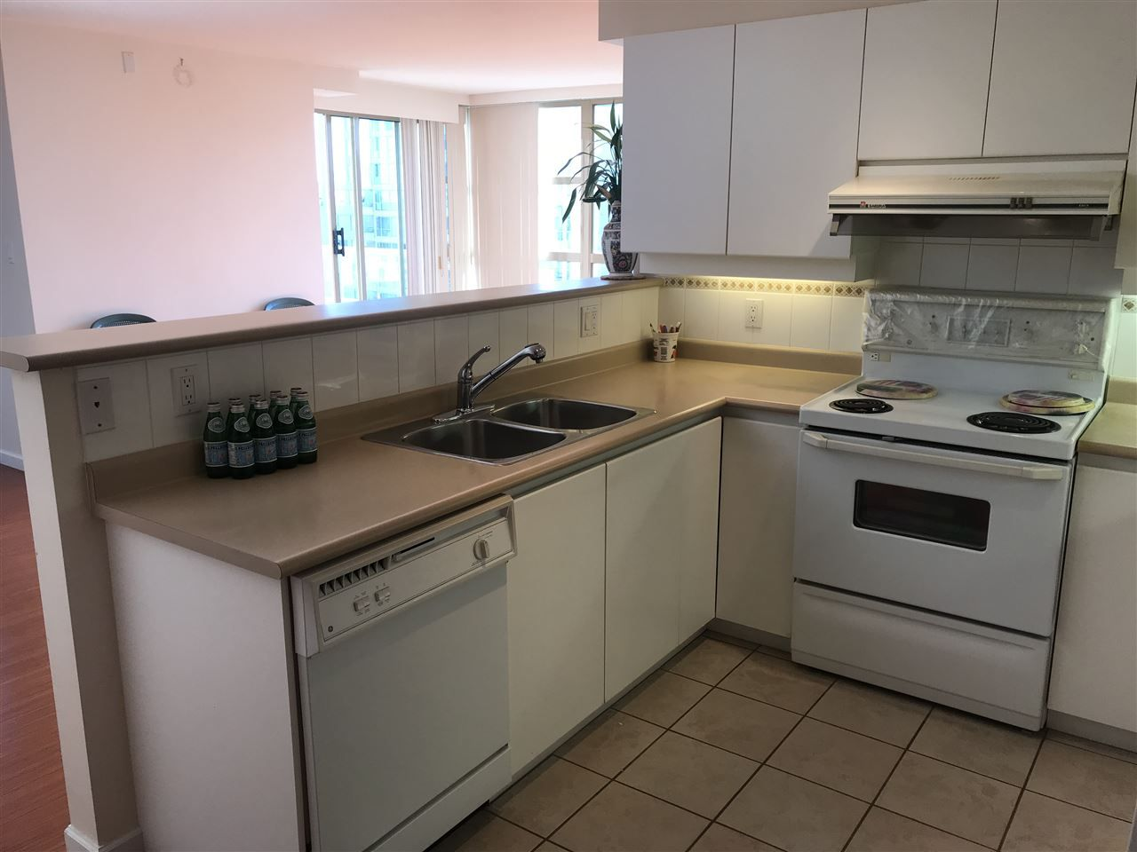 "Photo 12: Photos: 901 6119 COONEY Road in Richmond: Brighouse Condo for sale in ""ROSARIO GARDENS"" : MLS®# R2373184"