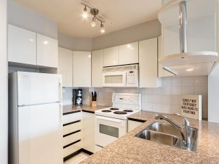 """Photo 13: 2403 1189 HOWE Street in Vancouver: Downtown VW Condo for sale in """"The Genesis"""" (Vancouver West)  : MLS®# R2592204"""
