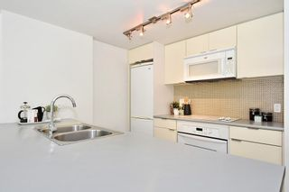 """Photo 10: 312 788 HAMILTON Street in Vancouver: Downtown VW Condo for sale in """"TV Towers"""" (Vancouver West)  : MLS®# R2364675"""