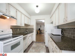 Photo 5: 256 9452 PRINCE CHARLES Boulevard in Surrey: Queen Mary Park Surrey Townhouse for sale : MLS®# F1104338