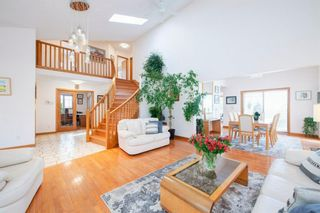Photo 4: 27 Strathlorne Bay SW in Calgary: Strathcona Park Detached for sale : MLS®# A1120430