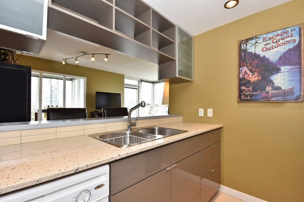 """Photo 8: Photos: 1708 928 BEATTY Street in Vancouver: Yaletown Condo for sale in """"MAX 1"""" (Vancouver West)  : MLS®# R2165040"""