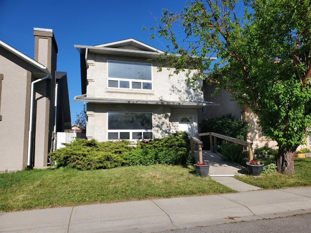 Main Photo: 39 Martinglen Way NE in Calgary: Martindale Detached for sale : MLS®# A1122060