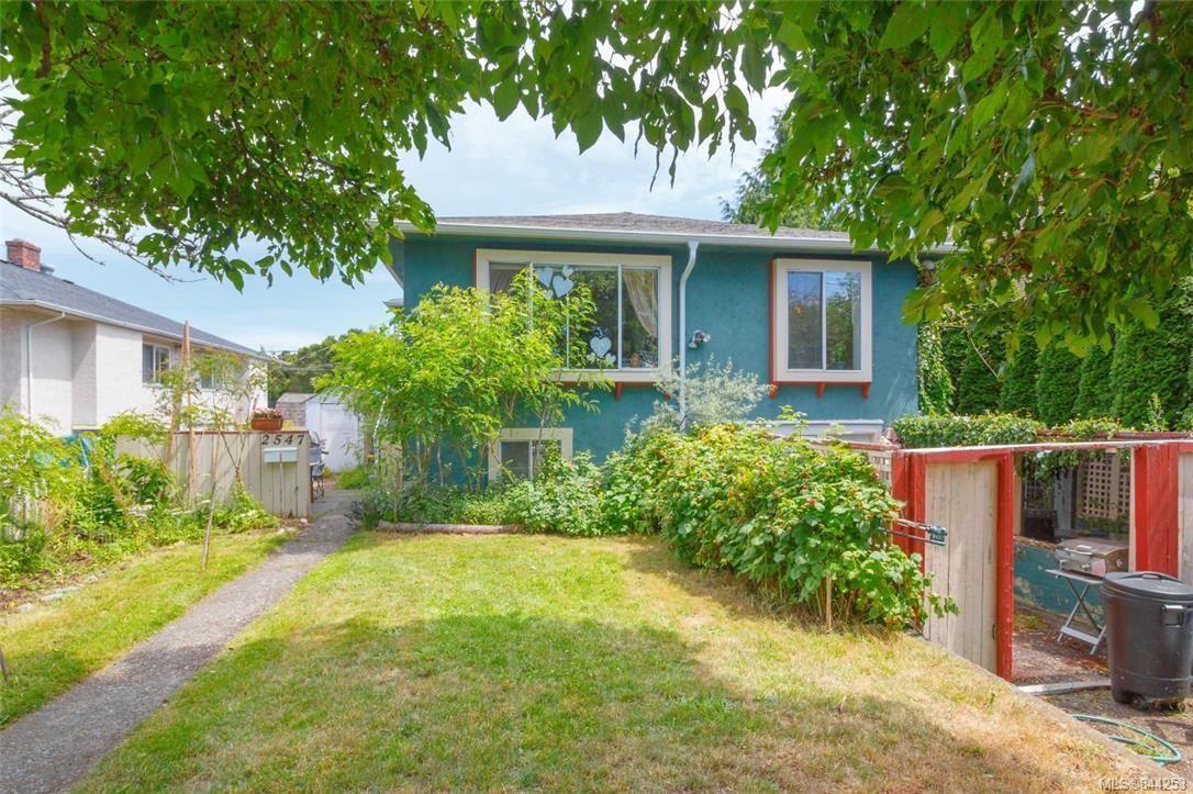 Photo 14: Photos: 2546 Garden St in Victoria: Vi Oaklands Full Duplex for sale : MLS®# 844253