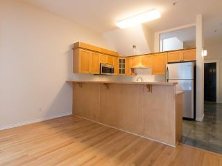 """Photo 4: PH4 380 W 10TH Avenue in Vancouver: Mount Pleasant VW Townhouse for sale in """"Turnbull's Watch"""" (Vancouver West)  : MLS®# V1053163"""