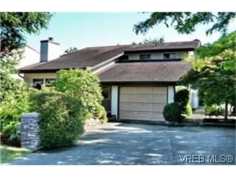 FEATURED LISTING: 1541 San Juan Ave VICTORIA