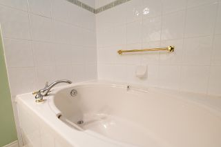 "Photo 23: 212 3098 GUILDFORD Way in Coquitlam: North Coquitlam Condo for sale in ""MARLBOROUGH HOUSE"" : MLS®# R2225808"