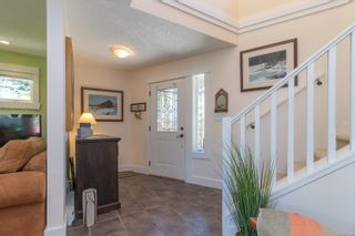 Photo 2: B 904 Old Esquimalt Rd in : Es Old Esquimalt Half Duplex for sale (Esquimalt)  : MLS®# 877246