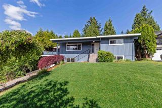 Main Photo: 2624 HEMLOCK Crescent in Abbotsford: Central Abbotsford House for sale : MLS®# R2582398
