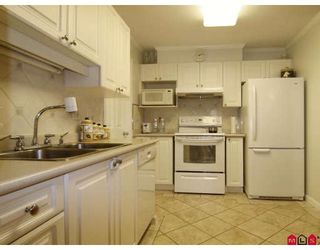 Photo 3: 304 2526 LAKEVIEW Crescent in Abbotsford: Central Abbotsford Condo for sale : MLS®# F2806584