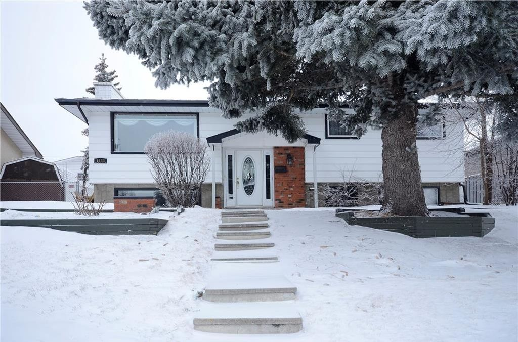Main Photo: 1433 HUNTERBROOK Road NW in Calgary: Huntington Hills House for sale : MLS®# C4174805