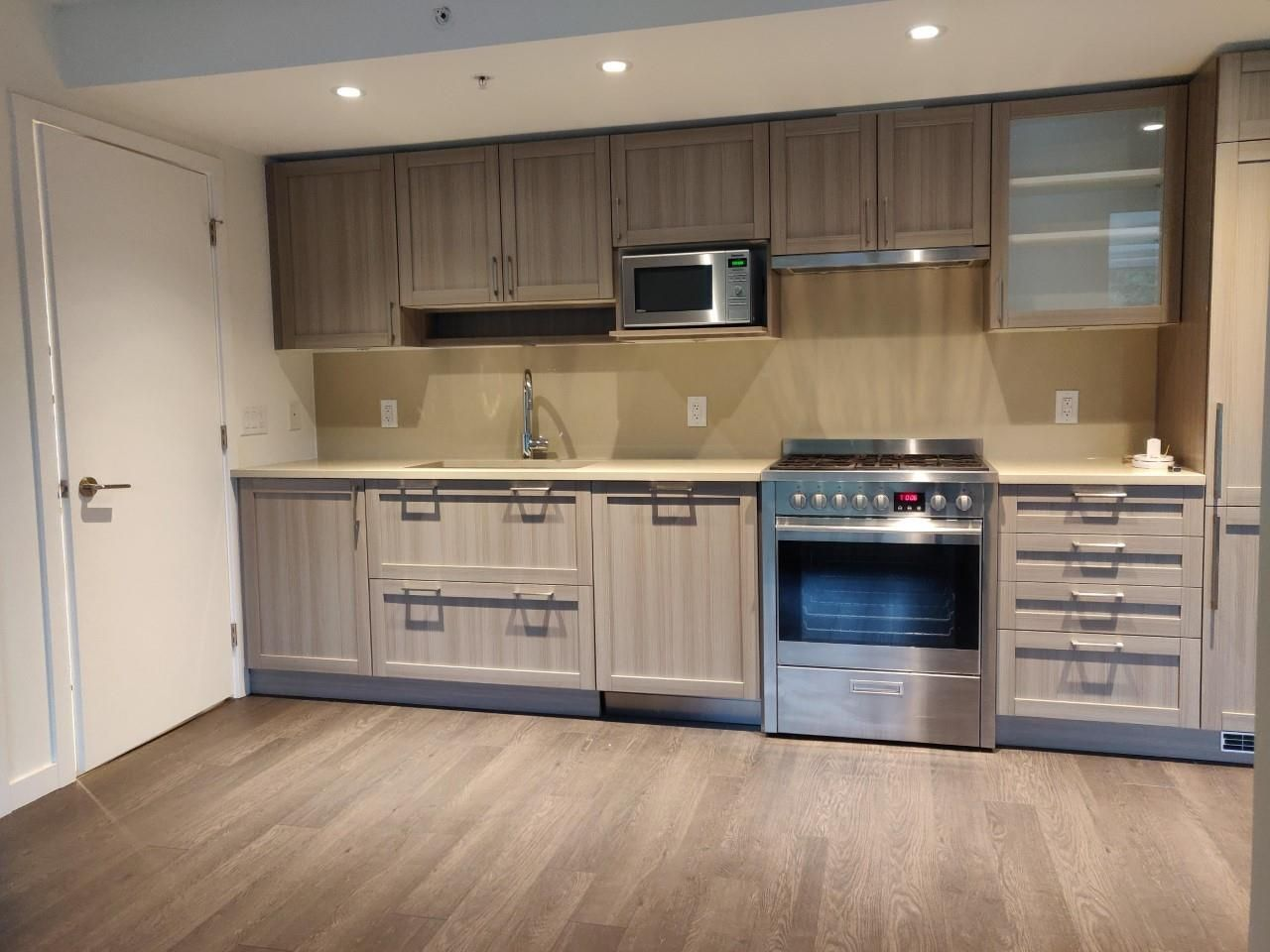 """Photo 2: Photos: 205 5515 BOUNDARY Road in Vancouver: Collingwood VE Condo for sale in """"WALL CENTER CETNRAL PARK"""" (Vancouver East)  : MLS®# R2516109"""