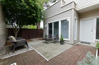 "Photo 3: 1 5635 LADNER TRUNK Road in Delta: Hawthorne Townhouse for sale in ""Hawthorne"" (Ladner)  : MLS®# R2106252"