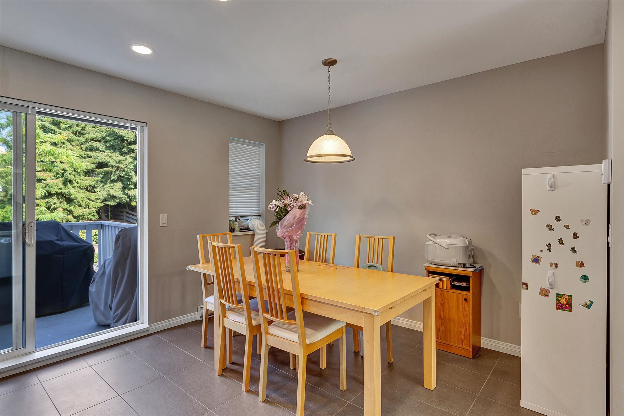 """Photo 17: Photos: 9 15871 85 Avenue in Surrey: Fleetwood Tynehead Townhouse for sale in """"Huckleberry"""" : MLS®# R2606668"""