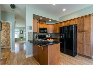 """Photo 8: 6968 179A Street in Surrey: Cloverdale BC Condo for sale in """"The Terraces"""" (Cloverdale)  : MLS®# R2364563"""