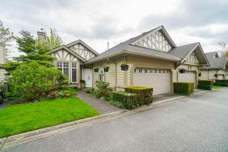 """Photo 2: 25 5221 OAKMOUNT Crescent in Burnaby: Oaklands Townhouse for sale in """"SEASONS BY THE LAKE"""" (Burnaby South)  : MLS®# R2573570"""