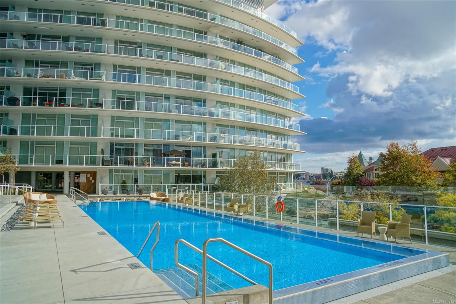 Main Photo: 318 68 Songhees Rd in : VW Songhees Condo for sale (Victoria West)  : MLS®# 886313